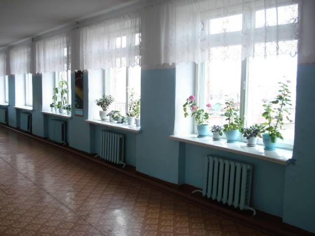 В Мурманской области мужчина в  школе избил двух мальчиков